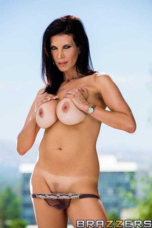Никто не любит анальный секс больше, чем зрелая фотомодель Shay Sights Просто дайте ей изящный болт