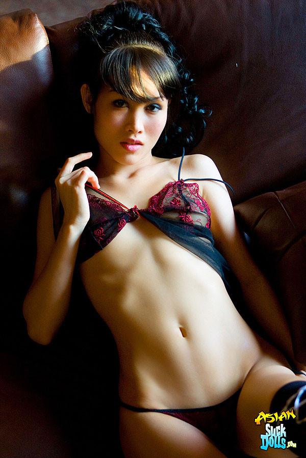 Голая азиатка в страстной накидке