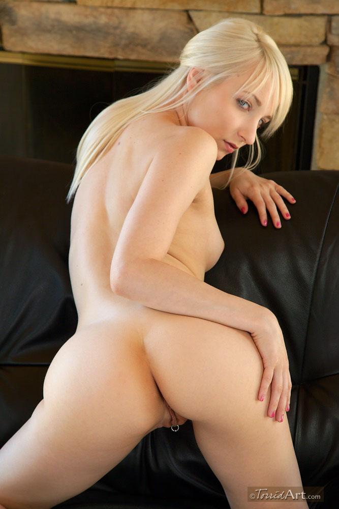 Блондинка Ashley Jane хочет сниматься голышом