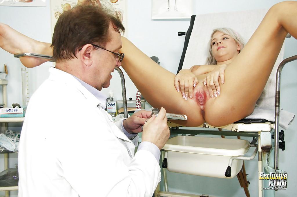 Доктор лапает вагину Kristina Rud при осмотре