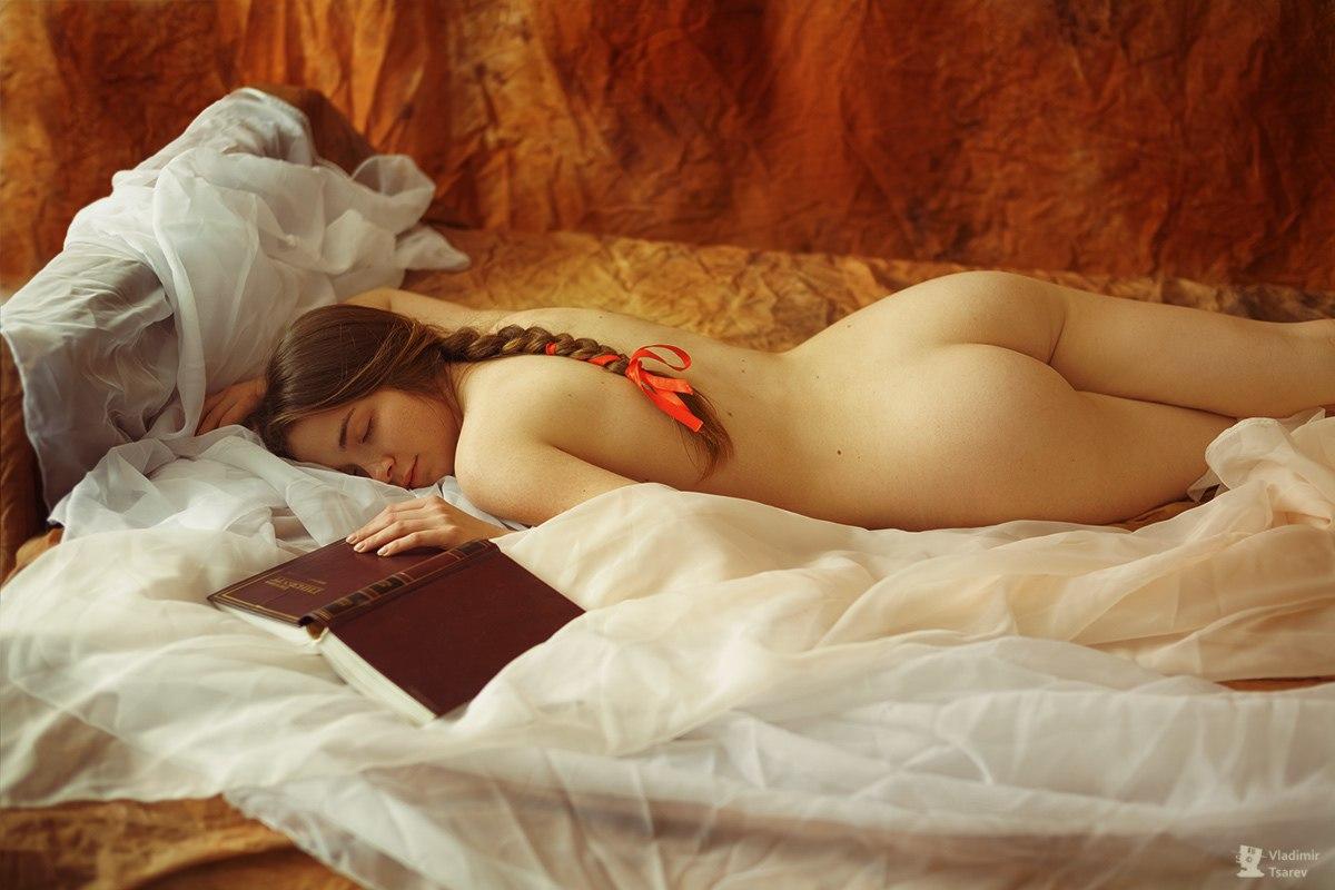 Девахи показала пилотки, сраки и сиси с утра в спальнях