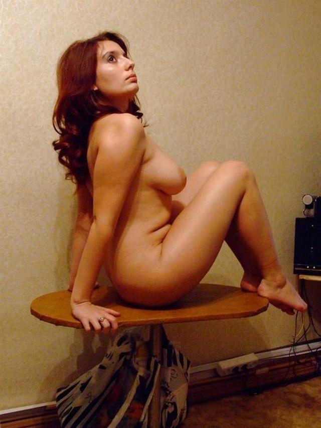 Ангелина показала свою пышную сраку порнофото