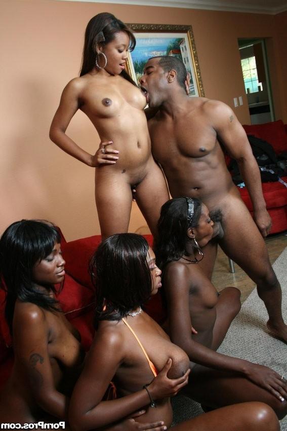 Черный самец устроил качественную негритянскую оргию