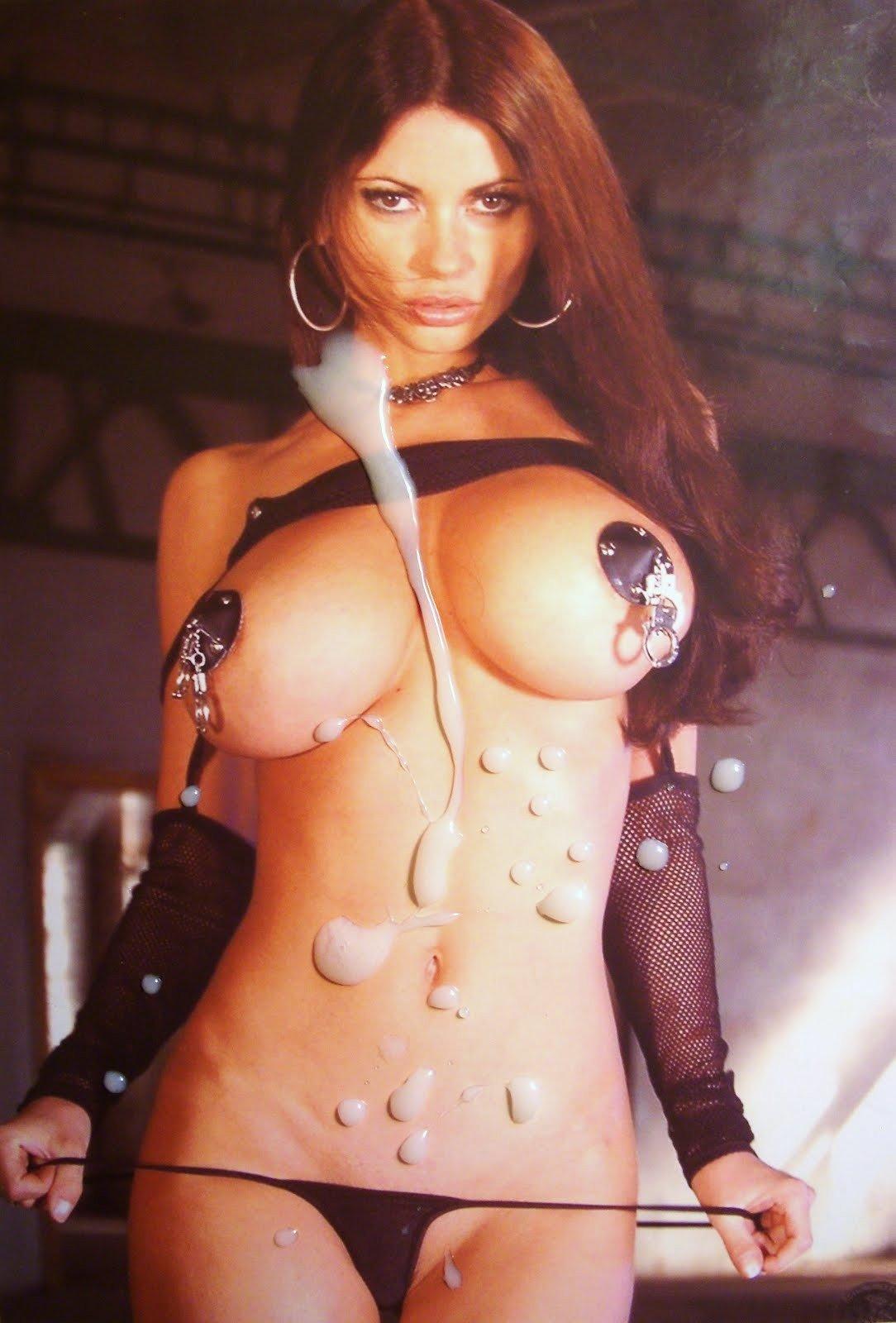 Симпатичные голые знаменитости представляют свои груди и изящные влагалища своим любимым зрителям
