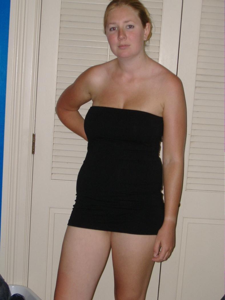 Роскошная фотосессия от обычных сучек, тетки показывают  сиси и раздвигают ноги