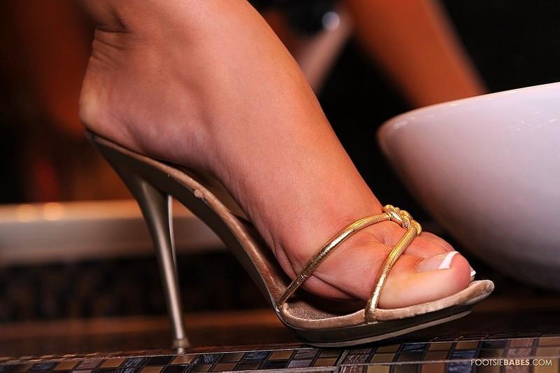 Бритые ножки французских теток