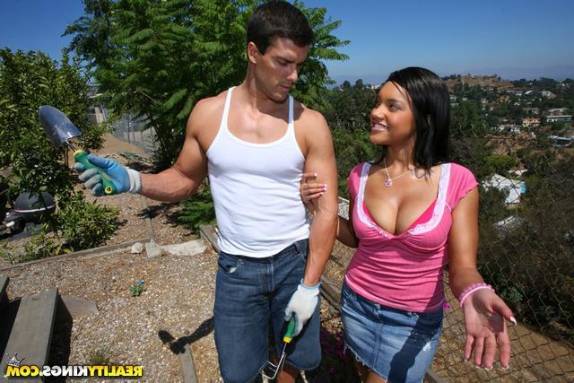 Каталина трахается с садовником