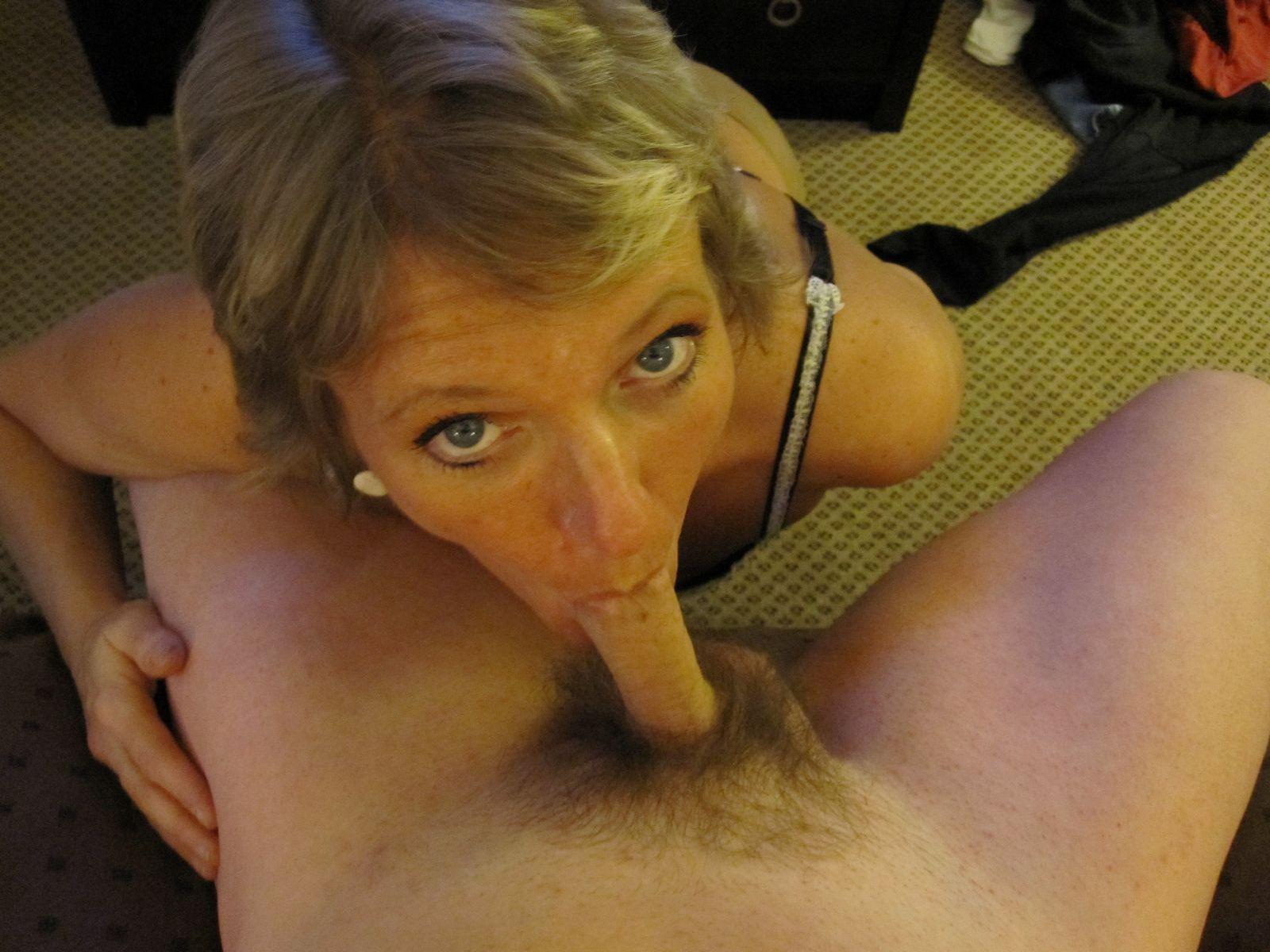 Возрастная баба предпочитает работать головой