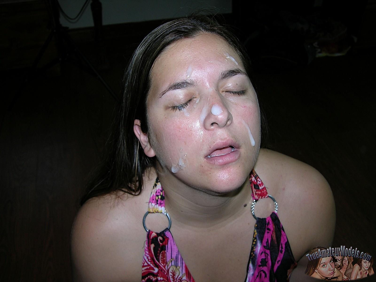 Рей Эдвардс выеб в рот крупную девушку и кончил ей на лицо даже не попросив ее раздеться