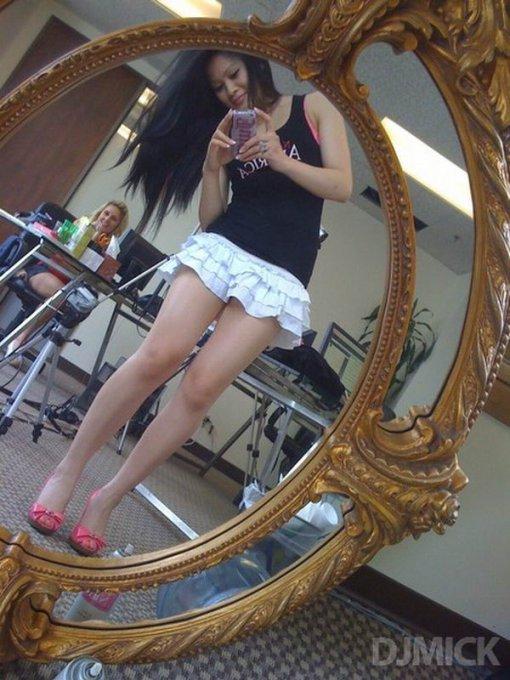Откровенные селфи грудастых девок у зеркала