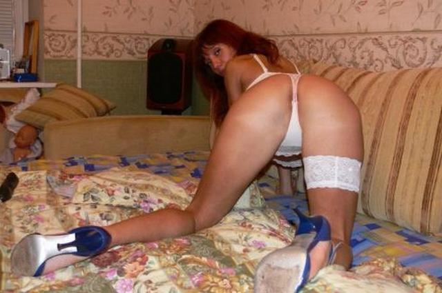 Проститутки раздвигают ноги перед партнерами секс фото