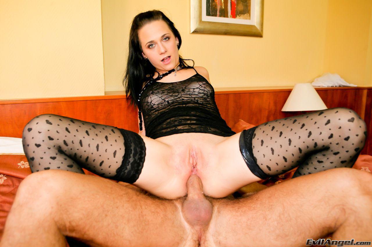 Молодую деваху Terry C в черном белье ебут в жопу, а еще она сосет писю