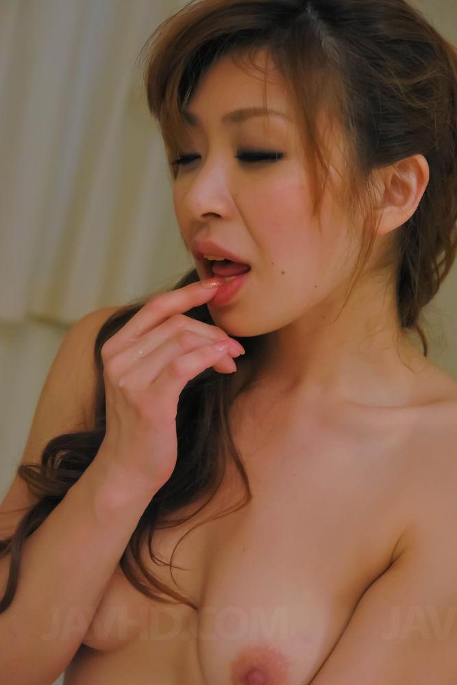 Азиатская сексуальная штучка Koda Riri грубо отдается и ей это достаточно нравится