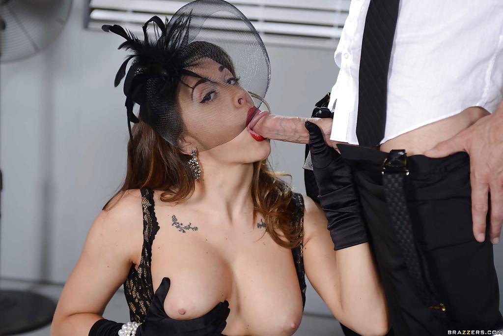 Похотливые секретарши занялись страстным интимом в кабинете