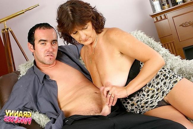 Вагина старушки ждет сочный пенис сына секс фото