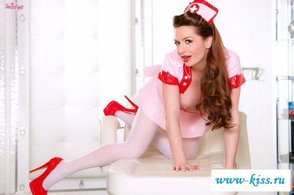 Непристойное поведение сексуальной медсестрички