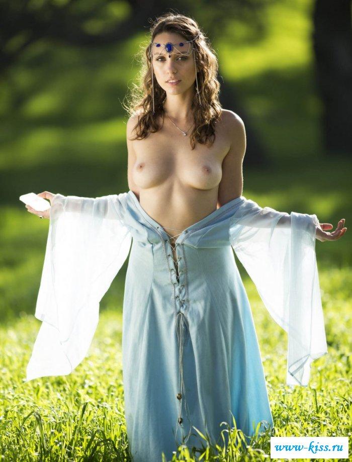 Чертовски изящная эльфийка в эротике